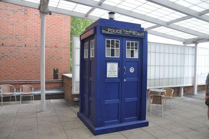 1599px-Tardis_BBC_Television_Center